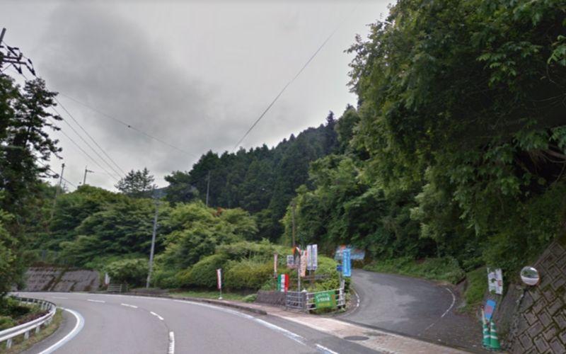 山のレストランひろたの森の入り口