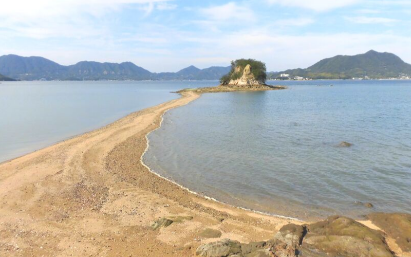 伯方島のエンジェルロードの正面