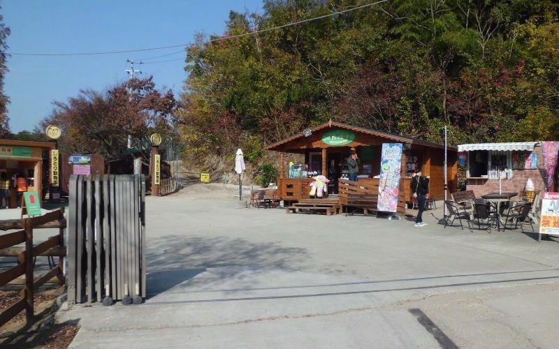 しろとり動物園の入園ゲート付近